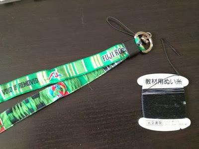 FUJI ROCK FESTIVALのリストバンドの紐の部分を縫います