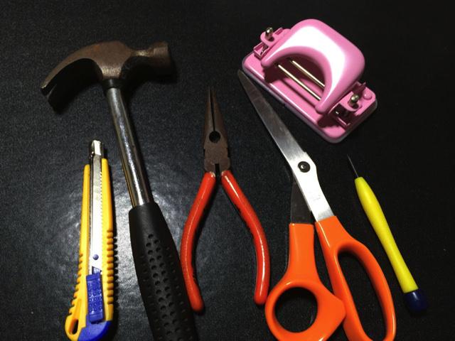フェスリストバンドストラップを作るための工具達