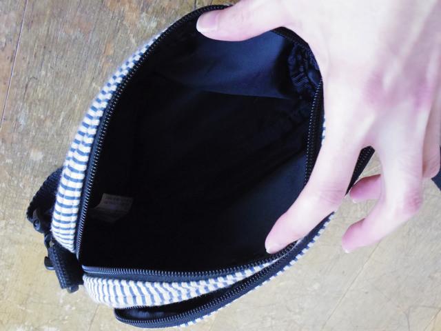 メインのポケットは意外と広々使えます