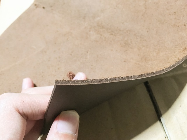 カバーを綺麗に切り落とした様子。切り口も綺麗に仕上がりました!
