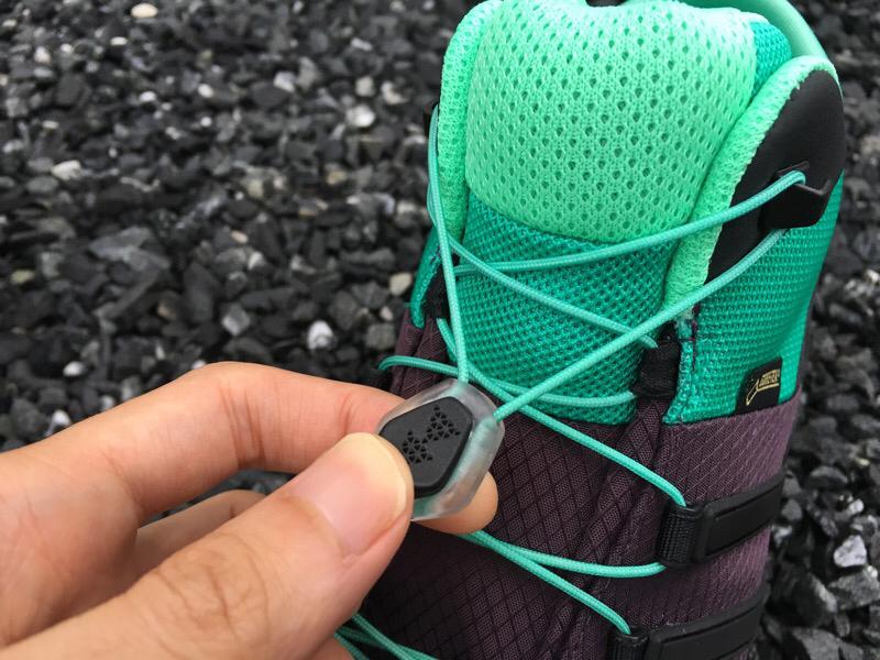 靴紐がコードでほどける心配も、結ぶ手間もなし!